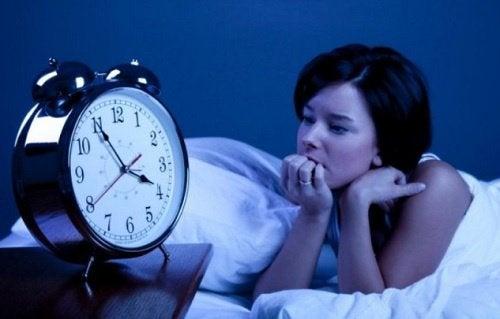 mikä avuksi nukahtamisvaikeuksiin