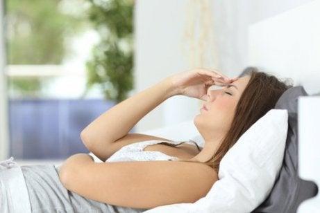 Väsymys ja päänsärky voivat olla merkkejä heikosta verenkierrosta.