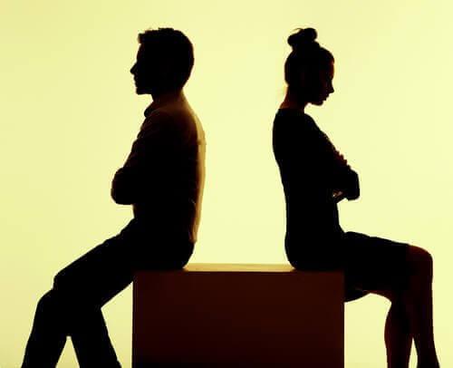 Pariskunta ei puhu toisilleen
