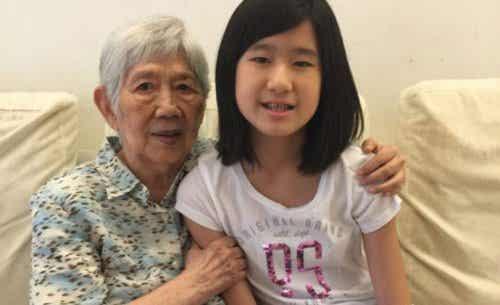 12-vuotias tyttö kehitti puhelinsovelluksen, joka tehostaa Alzheimeria sairastavan isoäidin muistia