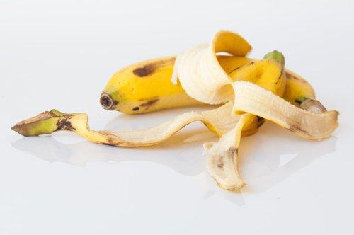 luomien poistaminen banaaninkuorilla