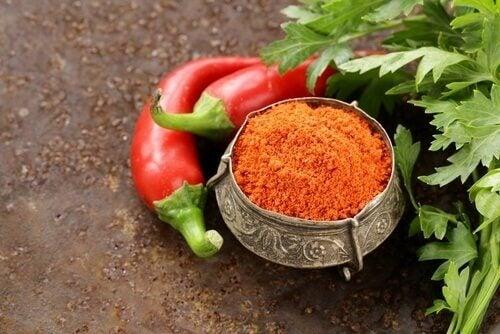 Cayennepippurin sisältämä antioksidantti auttaa estämään pahalaatuisen kolesterolin kerääntymisen verisuoniin.