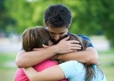 Anteeksianto ja halaus