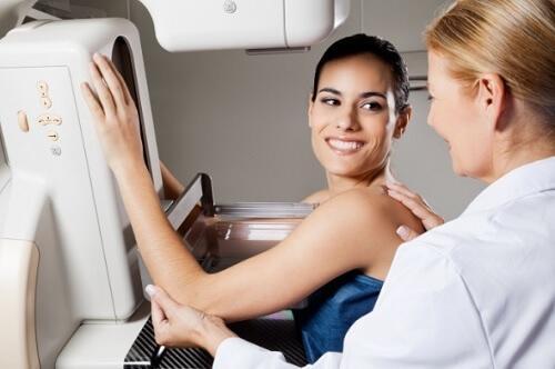 Jos sinulla on tiheät rinnat, on suositeltavaa käydä mammografiassa vuosittain.