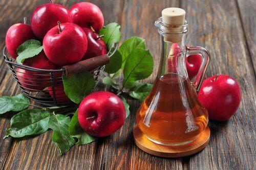 Omenaviinietikkaa bakteerivaginoosin hoitoon.