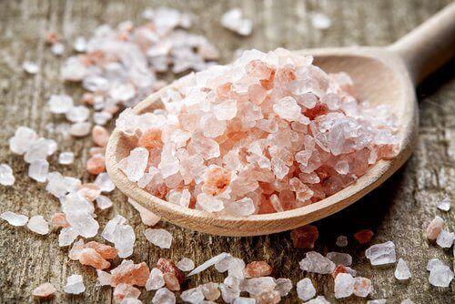 Eroon migreenistä vaaleanpunaisen Himalajan suolan avulla