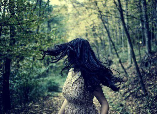 Metsäpolku ja pelot