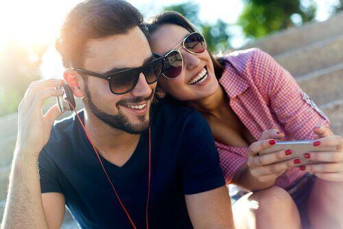 nainen haluaa parisuhteelta iloa