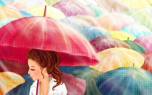 Värikäs sateenvarjo suojaksi pilviseen päivään