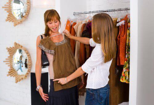 Vaatteiden kokeilua