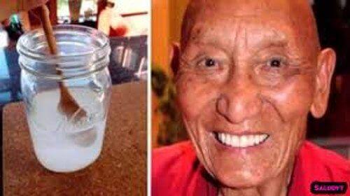 tiibetiläisen munkin valkoiset hampaat