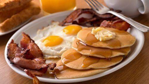 Vältä näitä ruokia aamiaisella