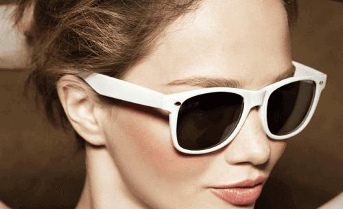 5 virhettä silmien hoidossa - auringossa oleminen ilman aurinkolaseja.