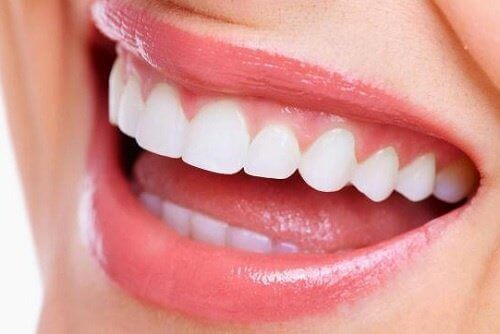 valkoiset hampaat