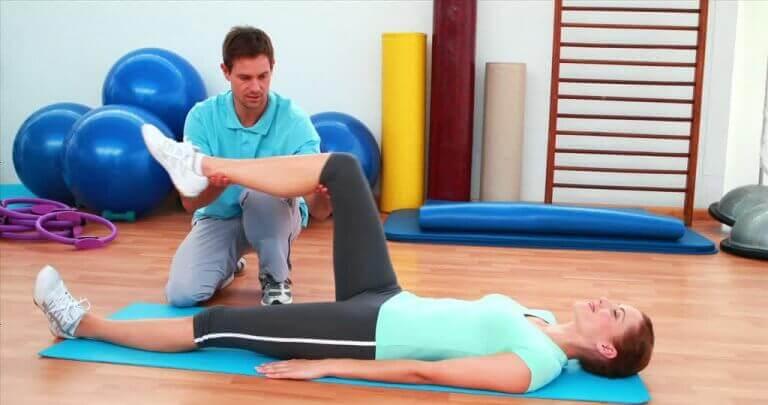 Nivelreumasta kärsiville on tarjolla monenlaisia hoitomuotoja.