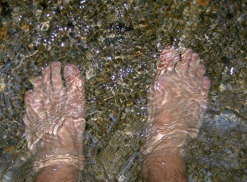 Jalat ja varpaat tulee kuivata huolellisesti kylvyn jälkeen.