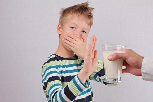 Lapsella laktoosi-intoleranssi voi ilmetä pahoinvointina ja oksenteluna.