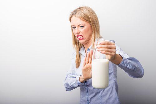 Jos epäilet kärsiväsi laktoosi-intoleranssista, kannattaa hakeutua lääkärille.