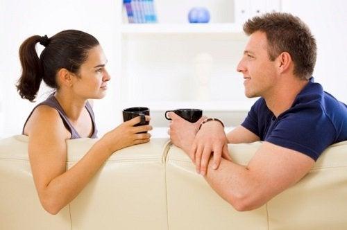 Ennen kuin ryhdyt parisuhteeseen on hyvä keskustella mahdollisen tulevan kumppanin kanssa arvoista.