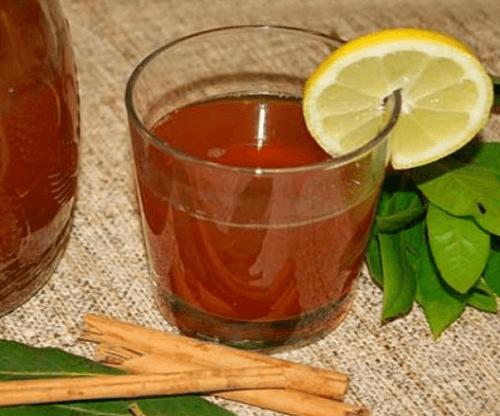 Hoikistava teejuoma kanelista ja laakerinlehdestä.