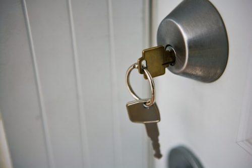 talon avaimet lukossa