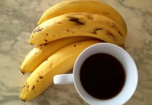 kahvi ja banaanit