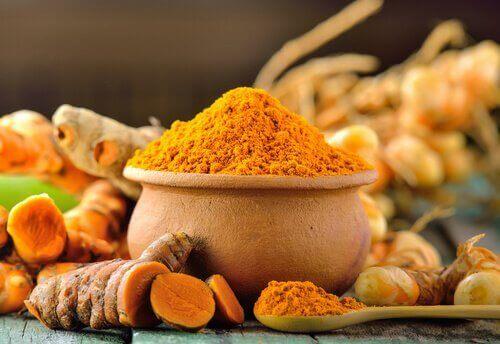 currymausteet vähentävät turvotusta