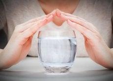 vettä lasissa