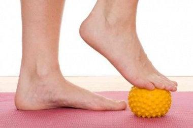 jalkojen hoito pallolla