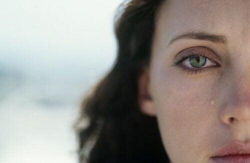 Vahvakin nainen pelkää tulevansa loukatuksi.