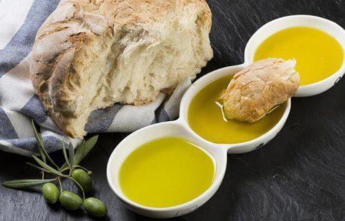 Leipä ja oliiviöljy: täydellinen yhdistelmä