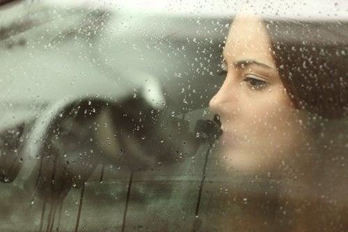8 vinkkiä surun ja masennuksen selättämiseksi luonnollisesti