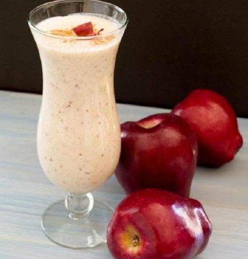 Nauti omenasmoothieta vatsan turvotuksen vähentämiseksi.