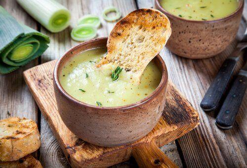 Kokeile tätä keittoa rasvanpolttoon: purjokeitto on loistava vaihtoehto painonpudottajalle.