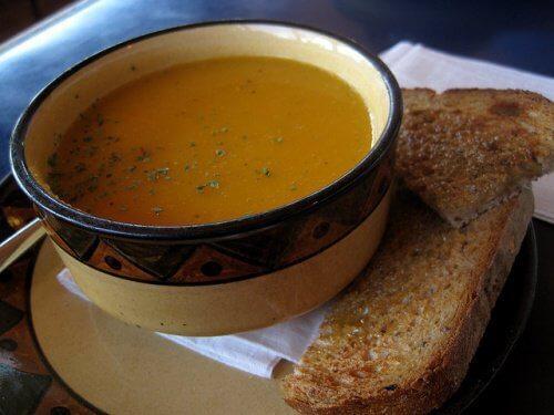 3 rasvaa polttavaa keittoa, jotka kannattaa lisätä ruokavalioon