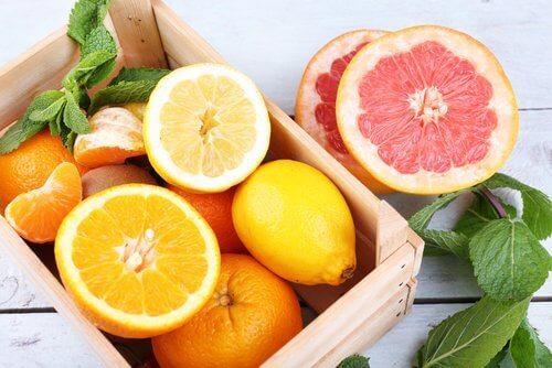Sitrushedelmien sisältämät yhdisteet voivat pahentaa astman oireita.