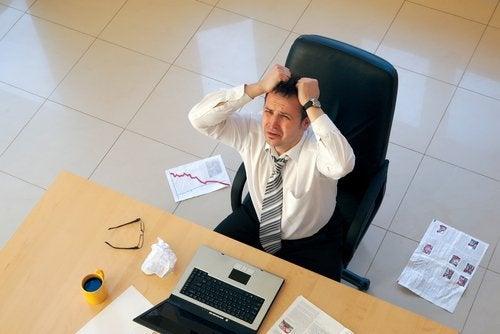 stressaava toimisto