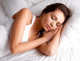 Saksanpähkinät auttavat parantamaan unenlaatua.