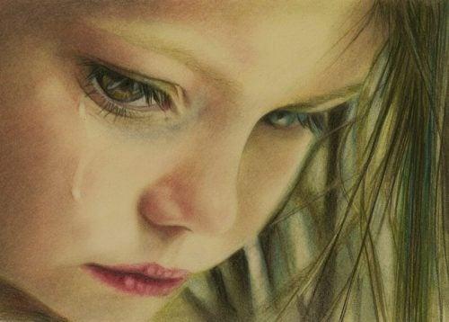 lapsi itkee