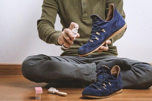 Eroon kenkien hajuista - 8 helppoa vinkkiä