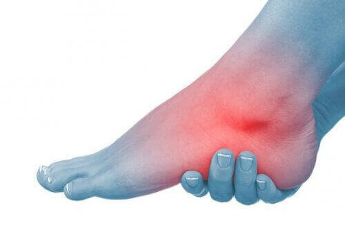 Nilkkojen nivelrikko on äänetön ja yleinen sairaus