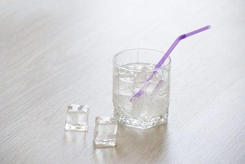 vettä ja jäätä