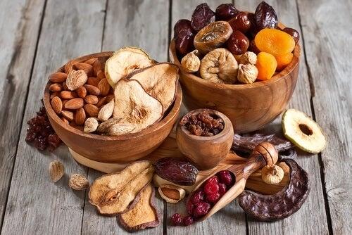 pähkinät ja kuivatut hedelmät