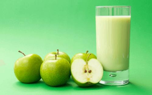 smoothie vihreästä omenasta