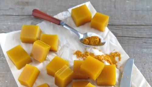 Hyytelökuutiot hunajasta ja kurkumasta – oiva tulehduksen lievittäjä