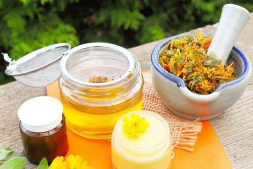 7 luonnollista lihasrelaksanttia: arnikkiöljy