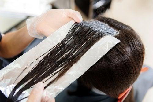 hiusten värjäys