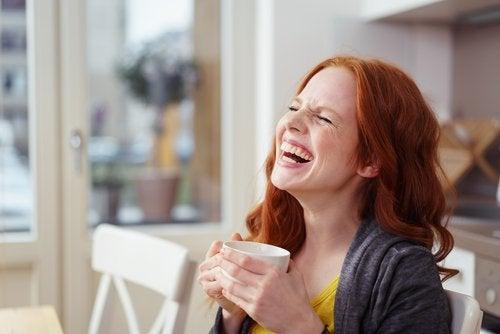 Nauraminen jopa lämmittää kylmiä käsiäsi.