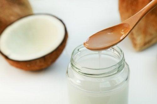 Parantaaksesi kehon kykyä polttaa rasvaa, nauti kookosöljyä.