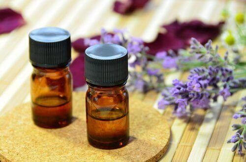 puhdista finnejä laventeliöljyllä